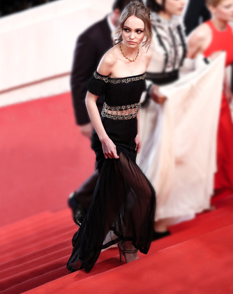 chanel-lily-rose-depp-cannes-film-festival-13-may-2016